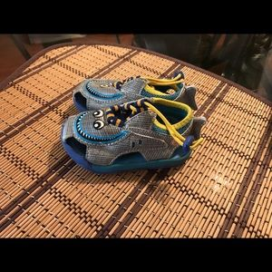 Toddler Zooligans water shoes size 5